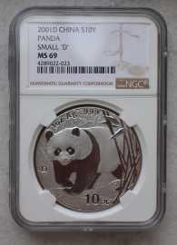 2001年1盎司银熊猫,稀有的小D版本